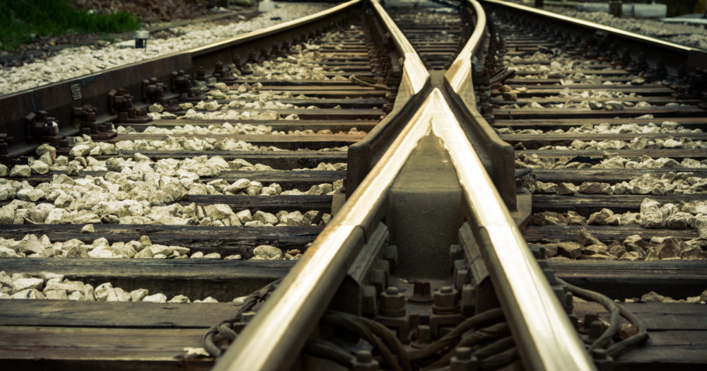 Rails (Photo: Shutterstock)