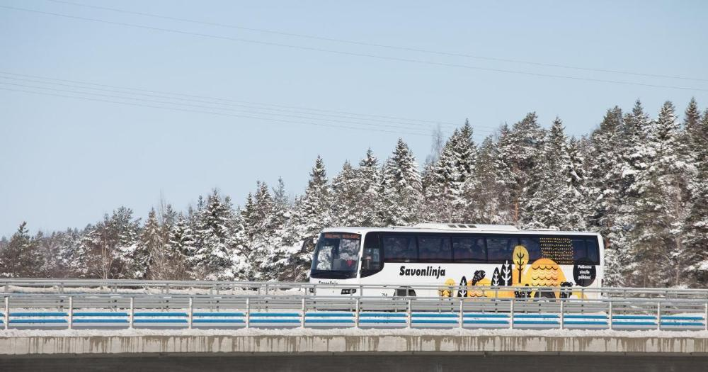 Bus on the bridge in winter (Photo: Juha Tuomi / Rodeo)