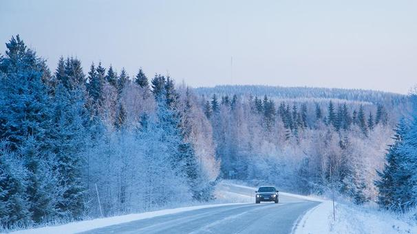 Car on a road, winter (Photo: Rodeo)