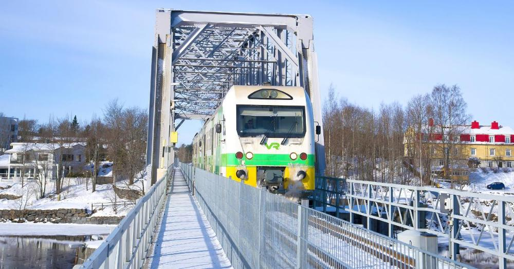 A passenger train on a bridge in Savonlinna (Photo: Shutterstock)