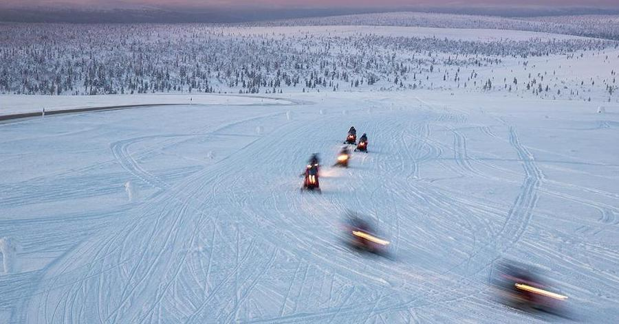 Snowmobiles on ice (Photo: Shutterstock)