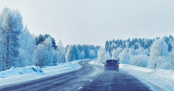 A car on a road, winter, snow (Photo: Shutterstock)