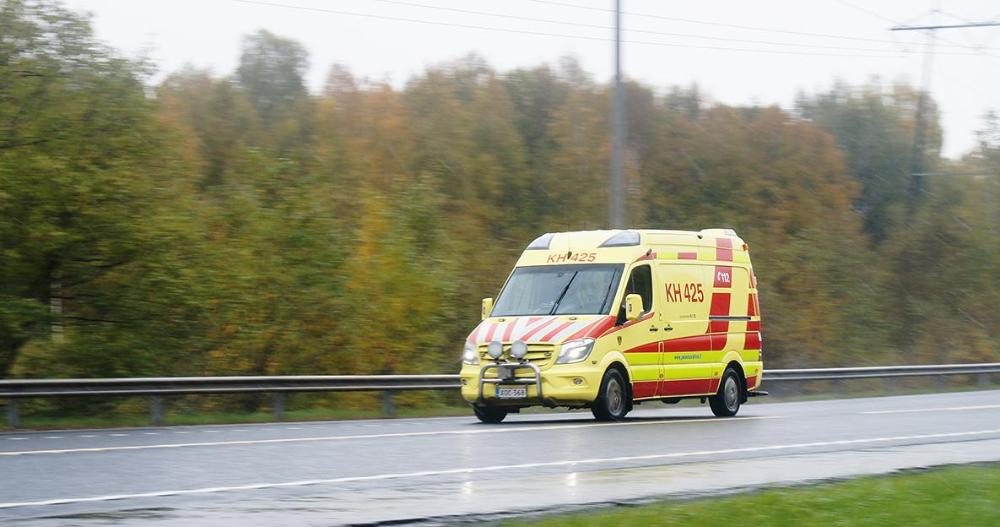 Ambulance on the road. (Photo: Riku Mäkelä / Shutterstock)