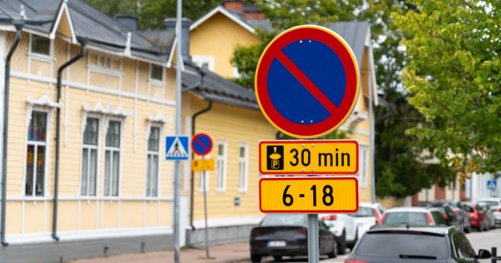 Roadsign, parking (Photo: Shutterstock)