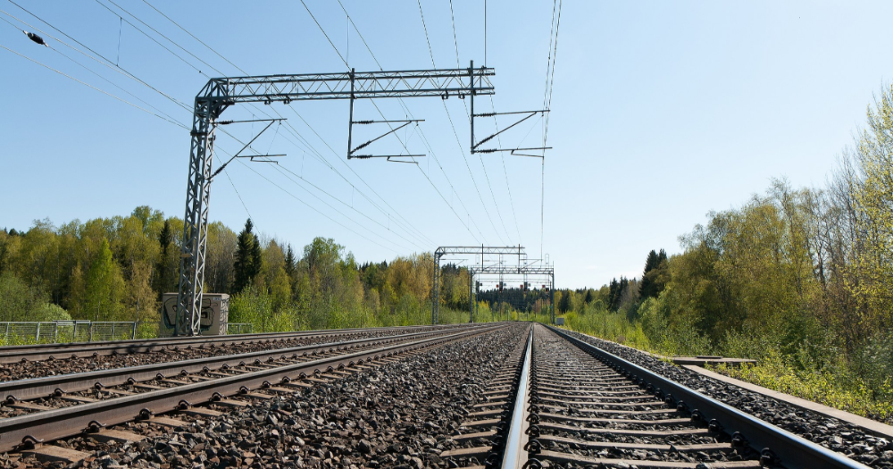 Empty rails (Photo: Shutterstock)