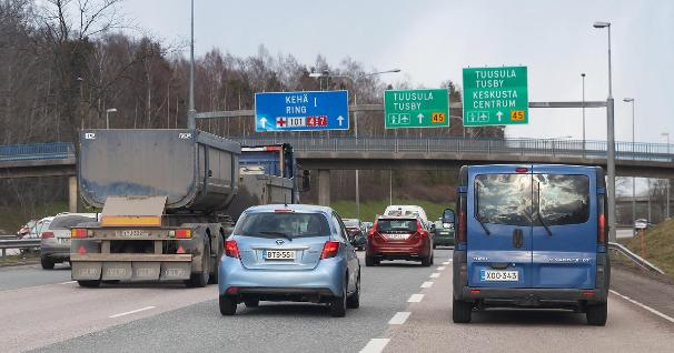 Cars on a road (Photo: Juha Tuomi, Rodeo)