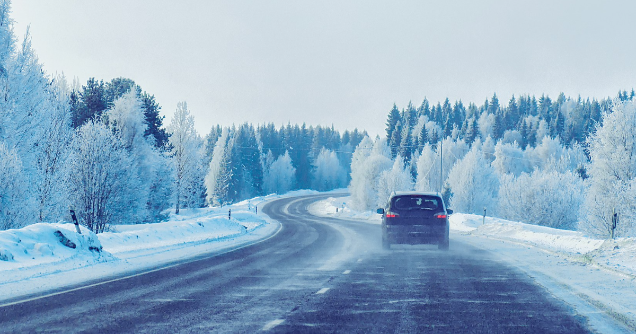 Car on a winter road (Photo: Shutterstock)